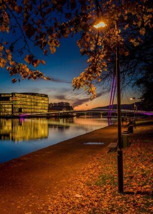 Gangvei langs Drammenselva, fotokunst veggbilde / plakat av Kåre Johansen
