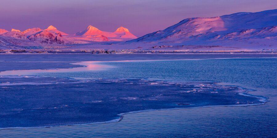 De siste solstråler over Tre Kronor. av Kåre Johansen