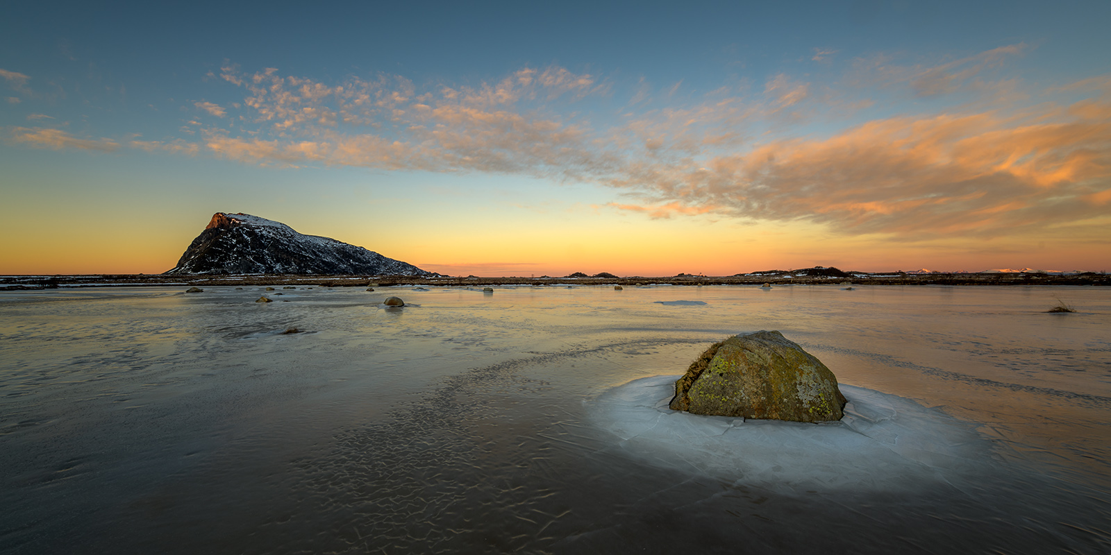 Solnedgang over Gimsøya. av Kåre Johansen