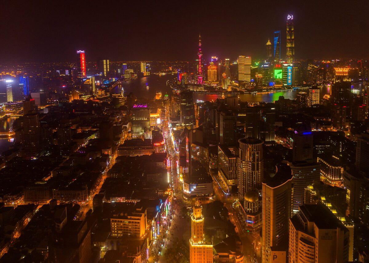 Nanjing Road by night, fotokunst veggbilde / plakat av Kåre Johansen