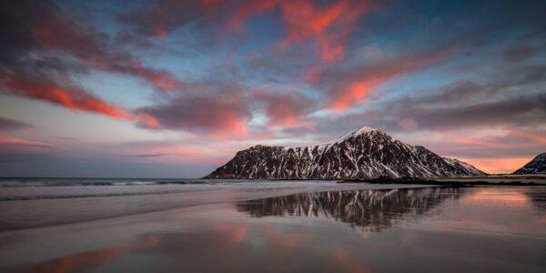 Solnedgang refleksjon Skagsanden, fotokunst veggbilde / plakat av Kåre Johansen
