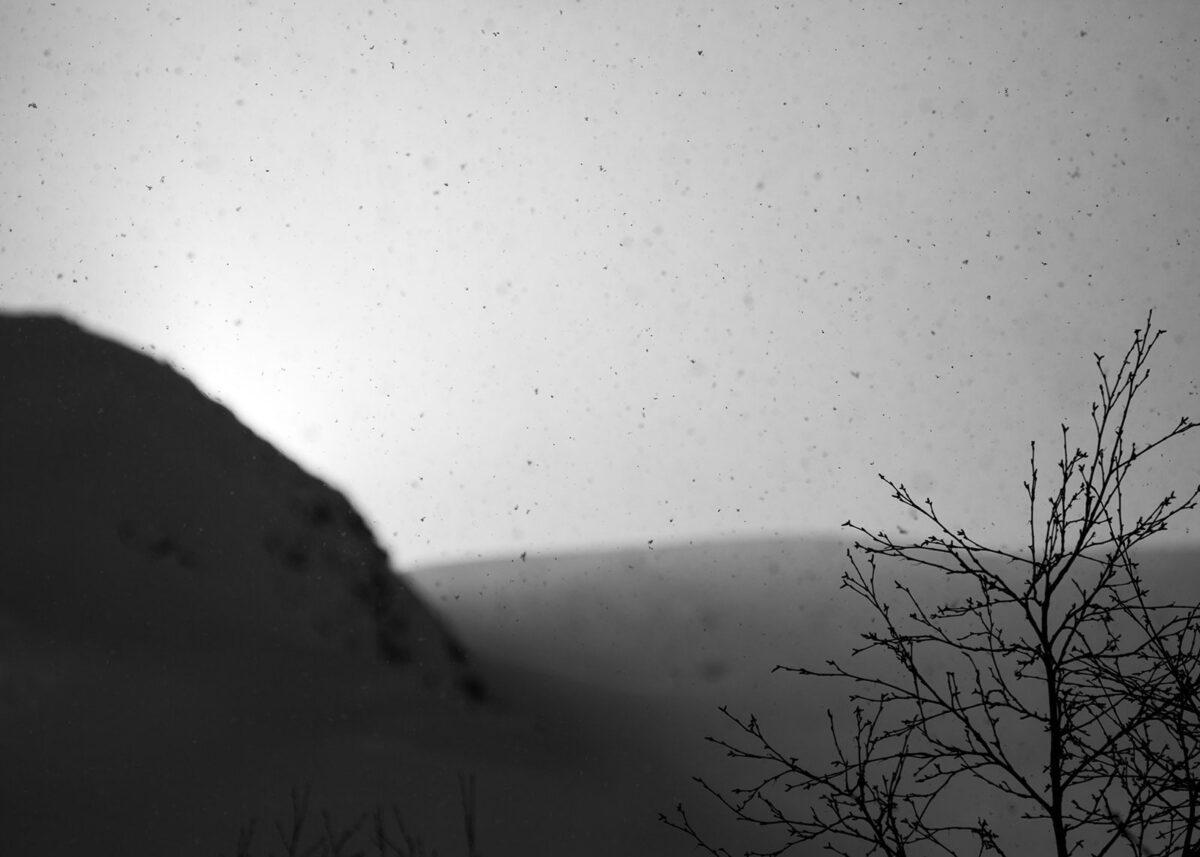 Snøbyge i sol, fotokunst veggbilde / plakat av Kjell Erik Reinhardtsen