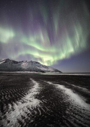 Strand med nordlys, fotokunst veggbilde / plakat av Kristoffer Vangen