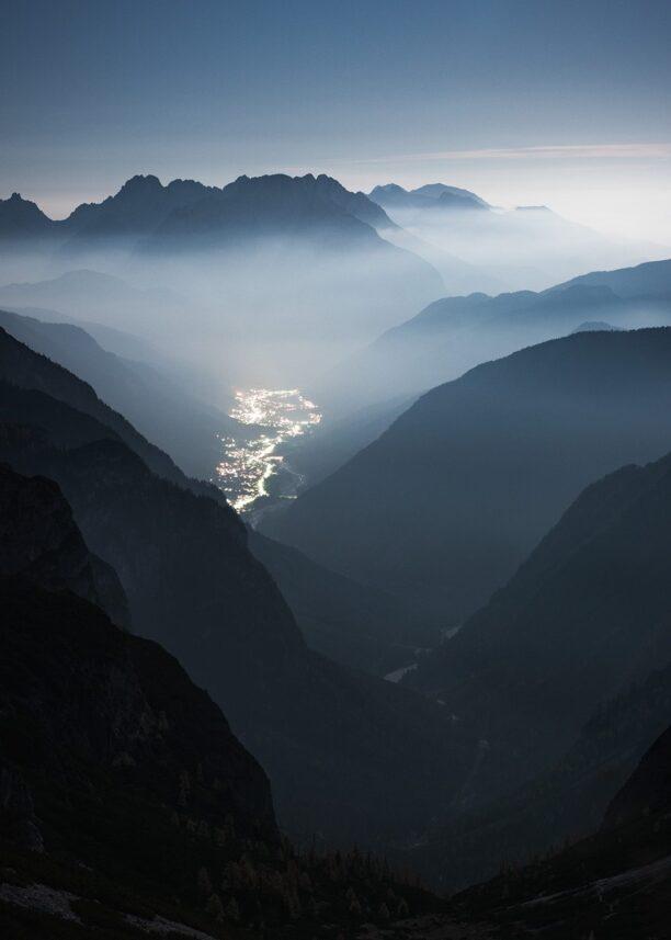 By mellom fjell og landskap, fotokunst veggbilde / plakat av Kristoffer Vangen