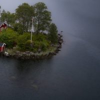 Ensom hytte på øde øy, fotokunst veggbilde / plakat av Kristoffer Vangen