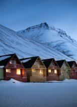 Innsiden av forlatt og rasferdig bygning på Svalbard, fotokunst veggbilde / plakat av Thor Håkon Ulstad