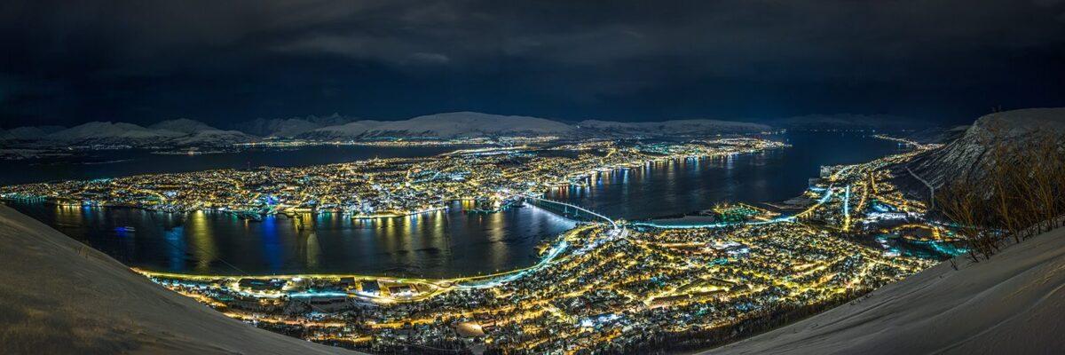 Tromsønatt fra fjellheisen, fotokunst veggbilde / plakat av Magne Tveiten