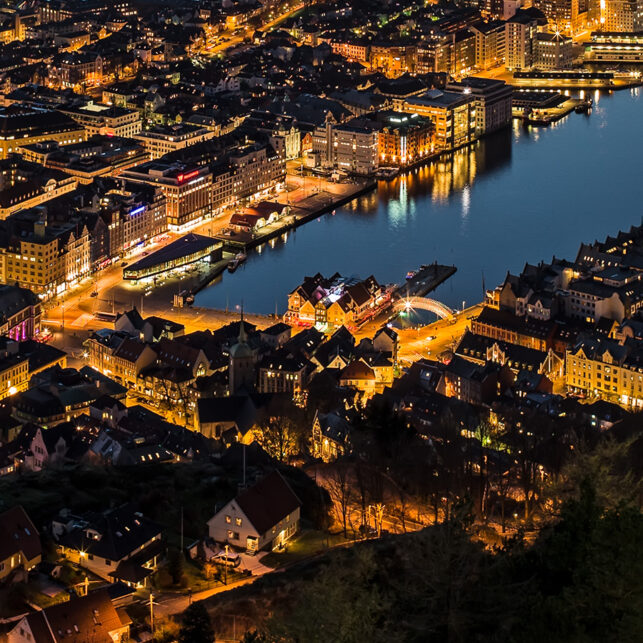 Bergen by night, fotokunst veggbilde / plakat av Magne Tveiten