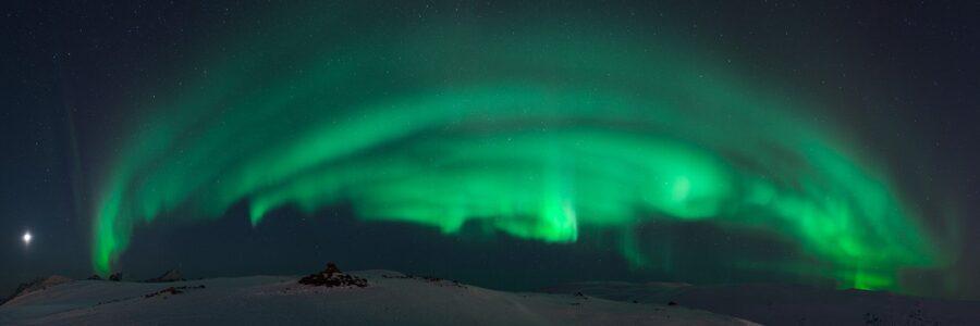 Nordlys over Kvaløya 2 av Magne Tveiten