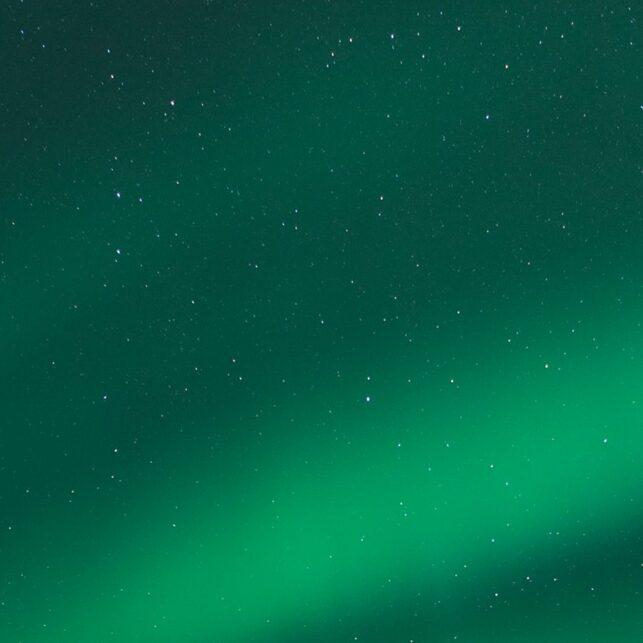 Nordlys over Kvaløya 2, fotokunst veggbilde / plakat av Magne Tveiten