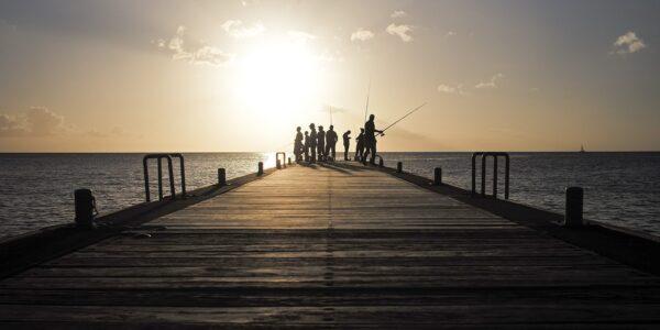 Fiskere i solnedgang, fotokunst veggbilde / plakat av Magne Tveiten