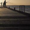 Fiskere i solnedgang av Magne Tveiten