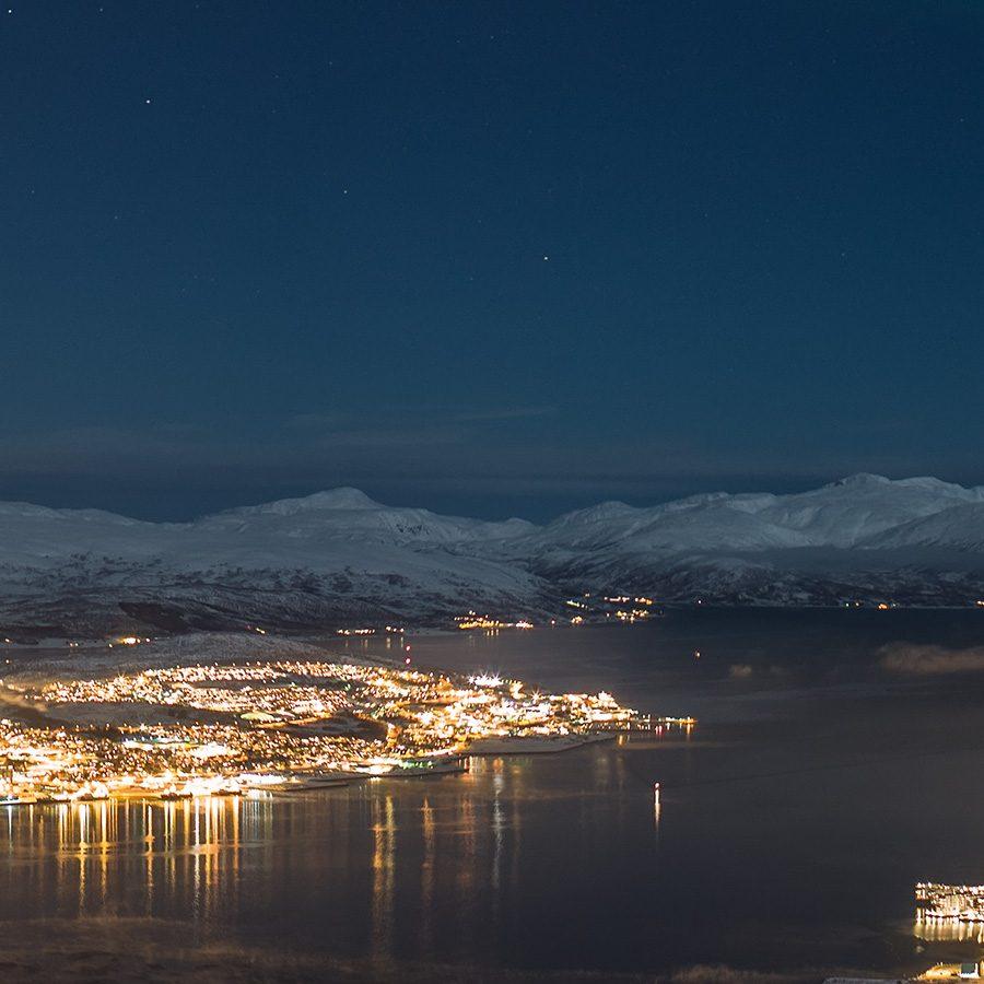Nordlys over Tromsø av Magne Tveiten
