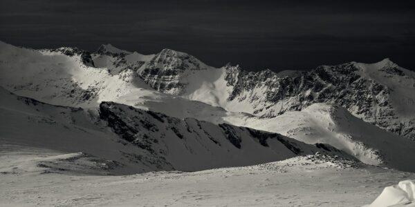 Fjell på Kvaløya, fotokunst veggbilde / plakat av Magne Tveiten