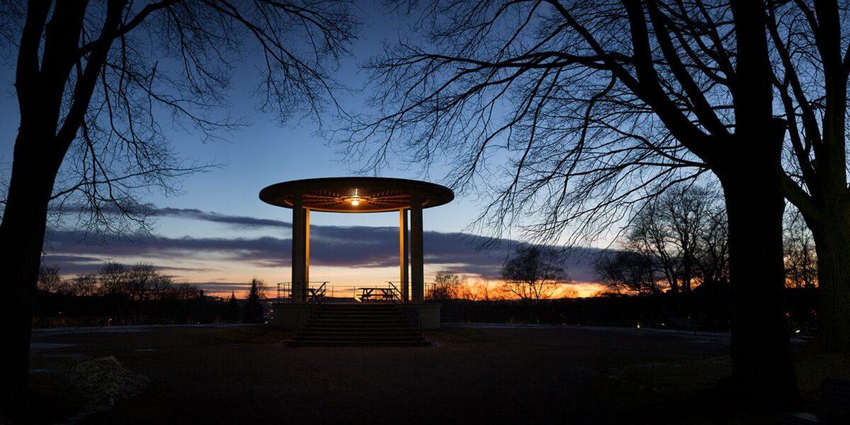 Solnedgang i Torshovparken en januarkveld., fotokunst veggbilde / plakat av Magne Tveiten