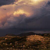 Regntunge skyer over Hardangervidda, fotokunst veggbilde / plakat av Peder Aaserud Eikeland