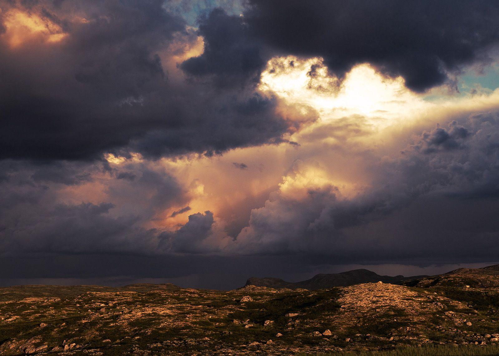Regntunge skyer over Hardangervidda av Peder Aaserud Eikeland