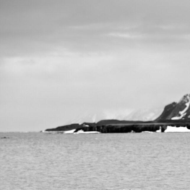 Forlatt robåt Spitsbergen, fotokunst veggbilde / plakat av Peder Aaserud Eikeland