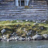 Gammel fisker ved Jo Gjende hytta av Peder Aaserud Eikeland