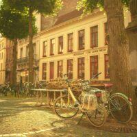 Stemningslys og sykler i Brugge, fotokunst veggbilde / plakat av Peder Aaserud Eikeland