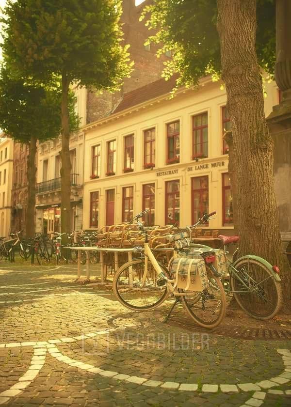 Stemningslys og sykler i Brugge av Peder Aaserud Eikeland