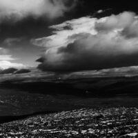 Sort-hvitt Jotunheimen panorama landskap av Peder Aaserud Eikeland