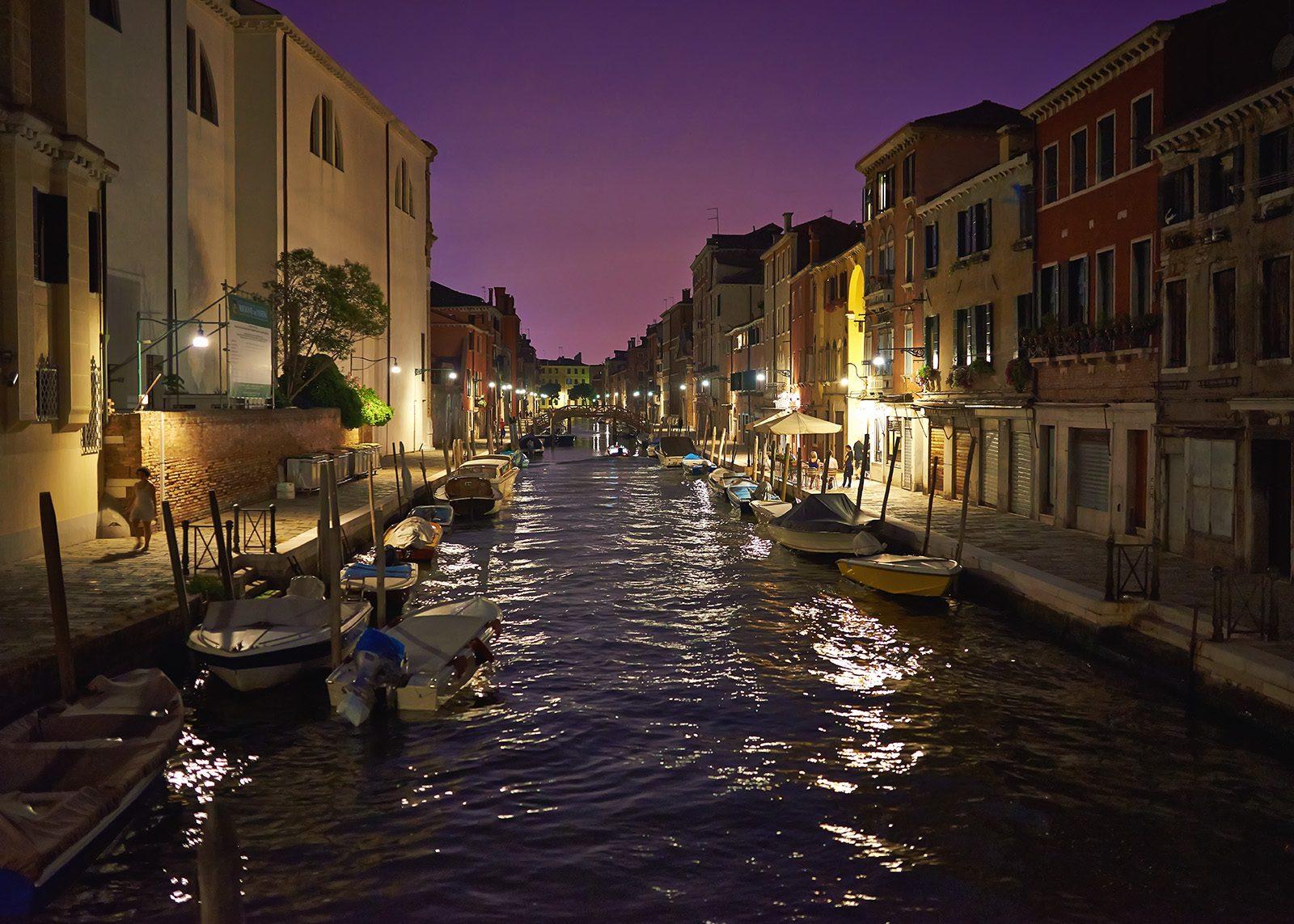 Solnedgang over kanalene i Venezia av Peder Aaserud Eikeland