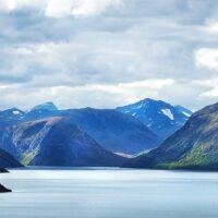 Gjende og fjellene innafor, fotokunst veggbilde / plakat av Peder Aaserud Eikeland