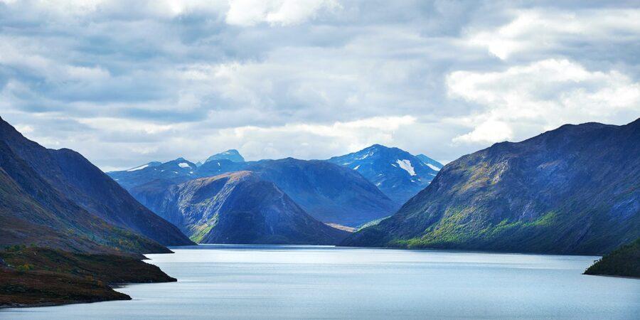 Gjende og fjellene innafor av Peder Aaserud Eikeland
