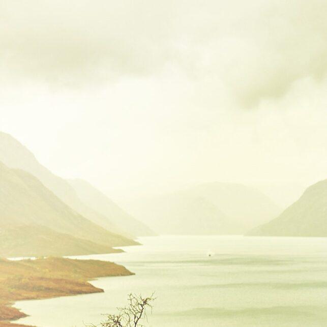 Gyllen tåke over Gjende og Besseggen, fotokunst veggbilde / plakat av Peder Aaserud Eikeland
