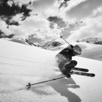 Heftig skikjøring i norsk vinterlandskap II, fotokunst veggbilde / plakat av Peder Aaserud Eikeland