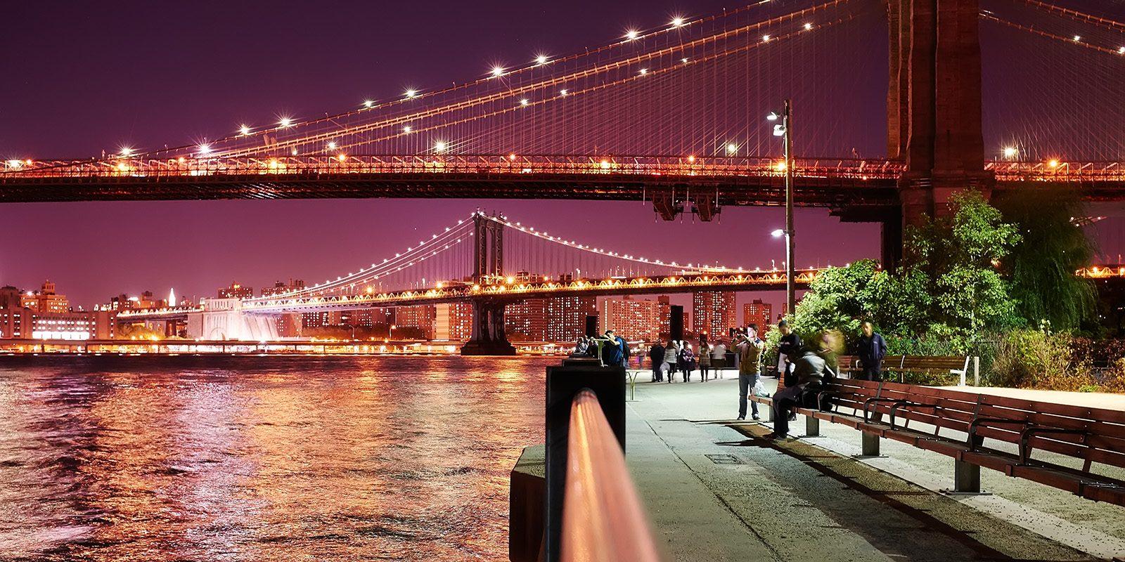Brooklyn Bridge og Manhattan Bridge kveld av Peder Aaserud Eikeland