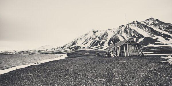 Fangsthytte på Svalbard, fotokunst veggbilde / plakat av Peder Aaserud Eikeland