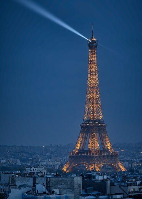 Eiffeltårnet i Parisnatten av Peder Aaserud Eikeland