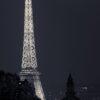 Eiffeltårnets lys i Paris-natten av Peder Aaserud Eikeland