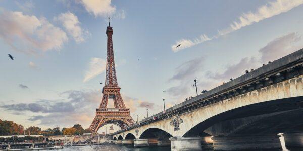 Mot Eiffeltårnet, fotokunst veggbilde / plakat av Peder Aaserud Eikeland