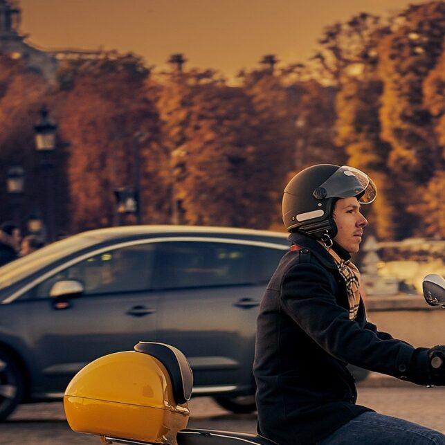På scooter i Paris, fotokunst veggbilde / plakat av Peder Aaserud Eikeland