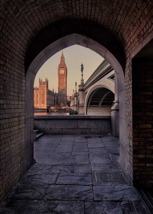 En åpning mot Big Ben og Westminster, fotokunst veggbilde / plakat av Peder Aaserud Eikeland