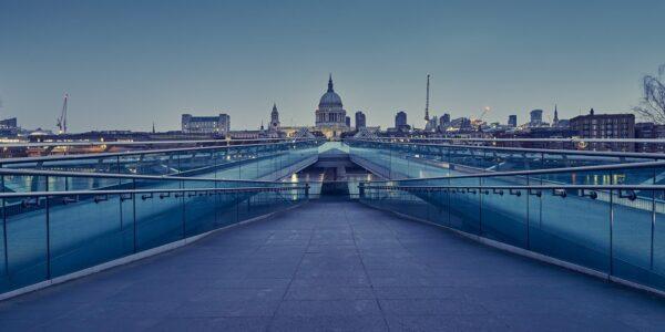 Panoramabilde av London Millennium Bridge over Themsen, fotokunst veggbilde / plakat av Peder Aaserud Eikeland