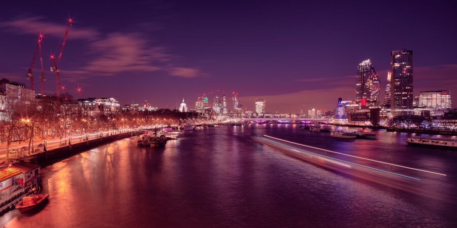 Thames by night av Peder Aaserud Eikeland