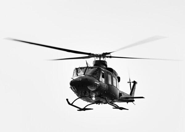 Bell 412 inn for landing, fotokunst veggbilde / plakat av Peder Aaserud Eikeland