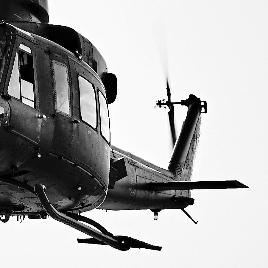 Bell 412 inn for landing av Peder Aaserud Eikeland