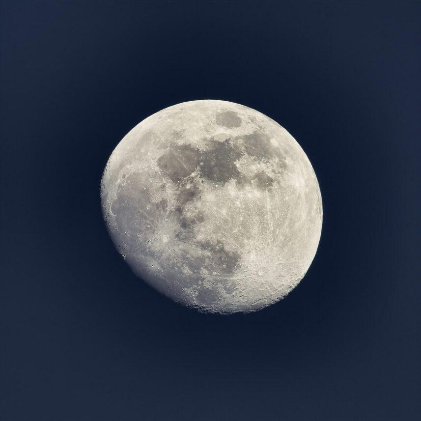 Tiltagende måne, fotokunst veggbilde / plakat av Peder Aaserud Eikeland