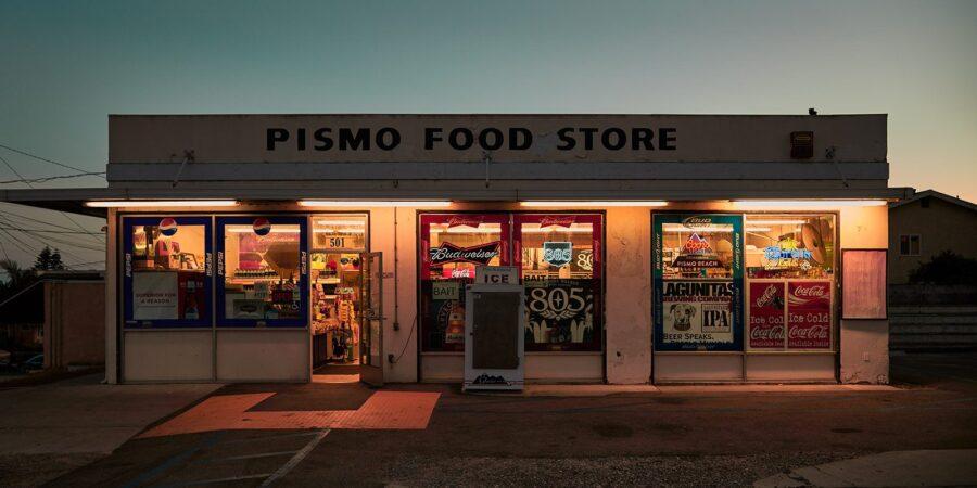 Pismo food store av Peder Aaserud Eikeland