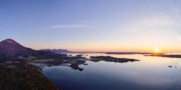 Vågøya og Jendemsfjellet av Peder Aaserud Eikeland