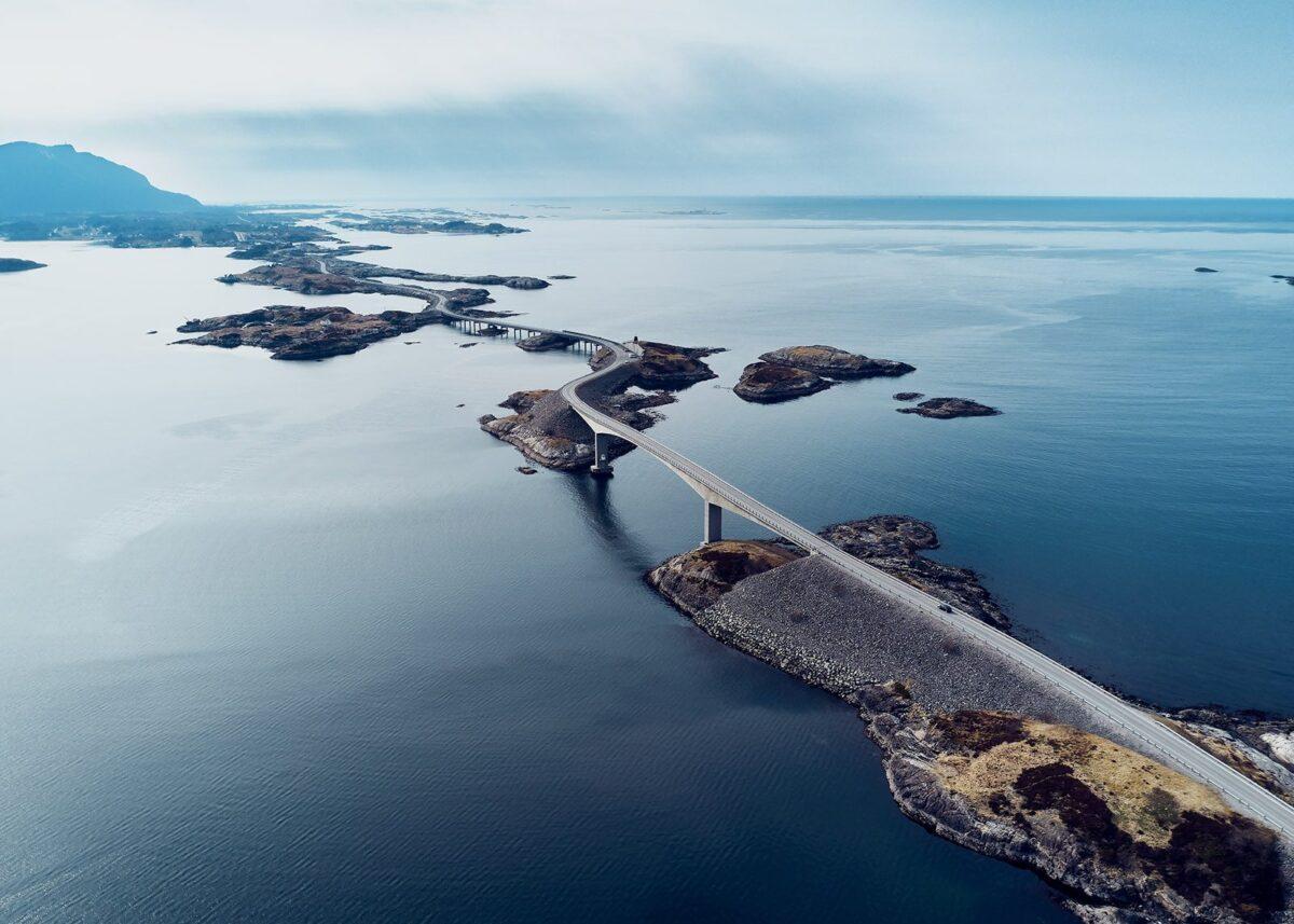 Atlanterhavsveien slynger seg, fotokunst veggbilde / plakat av Peder Aaserud Eikeland