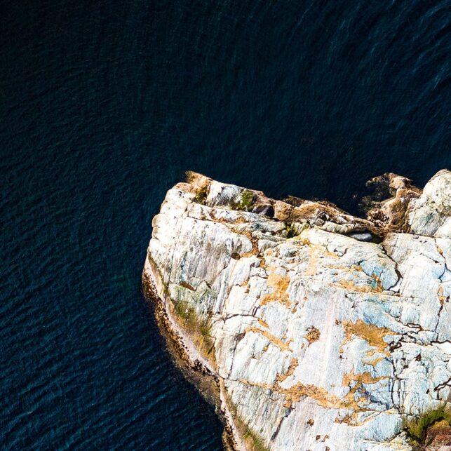 En øy ute på sjøen., fotokunst veggbilde / plakat av Sindre Krane Olsen