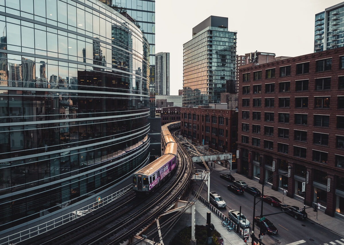 Tog som kjører gjennom Chicago, fotokunst veggbilde / plakat av Tor Arne Hotvedt