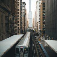 Et tog som kjører i The Loop i Chicago, fotokunst veggbilde / plakat av Tor Arne Hotvedt