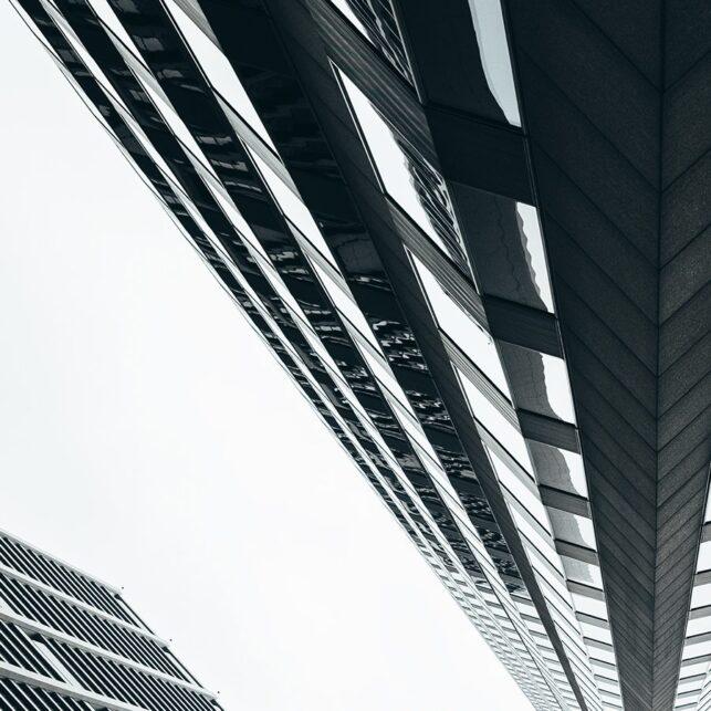 Et blikk oppover de høye skyskraperne i sentrum av Chicago, fotokunst veggbilde / plakat av Tor Arne Hotvedt